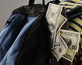 Бомж из Бостона принес в полицию найденный рюкзак с 41.000 $