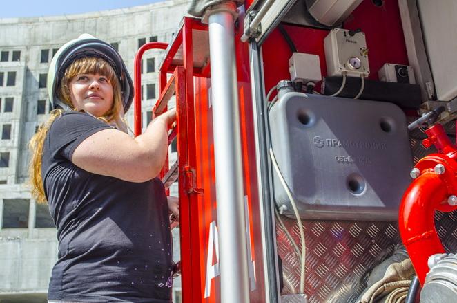 жена пожарник