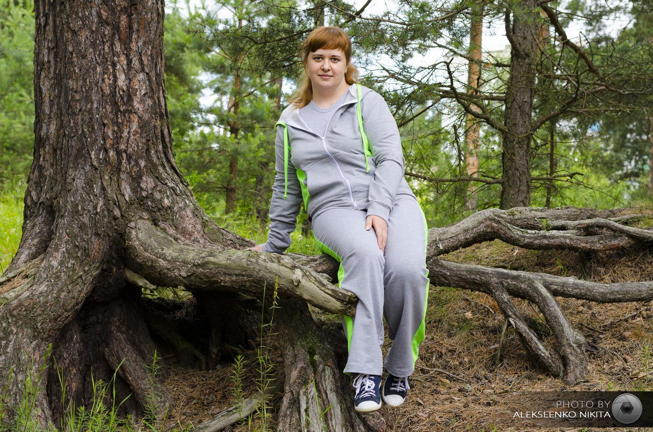 Фото прогулка лес девушка 6 фотография
