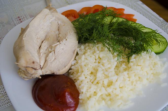 Куриная грудка с рисом и овощами